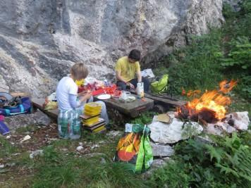 Slika 052 Kot piknik alpinisti_03072017010102