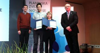 Tanja Glušič s trenerjem Jurijem Ravnikom in predsednikom PZS ter predsednikom OK.