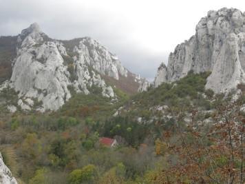 Poišči planinski dom Ravni Dabar
